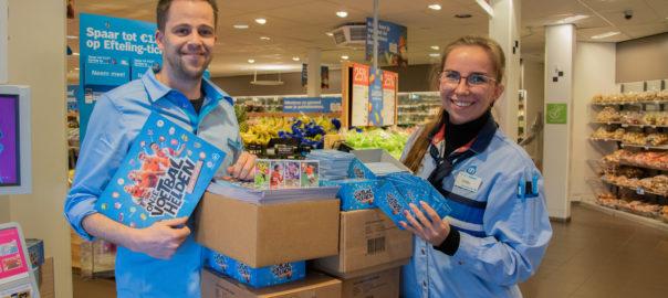 Albert Heijn doneert voetbalplaatjes aan voedselbank